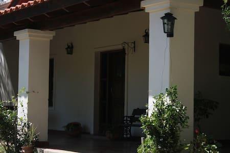Las Calandrias - Bed & Breakfast