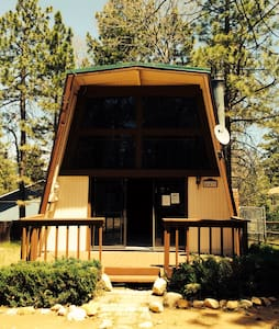 Modern Artist Retreat Loft Cabin - Big Bear