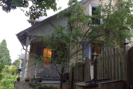 Entire 3 br artist home near Philly - House