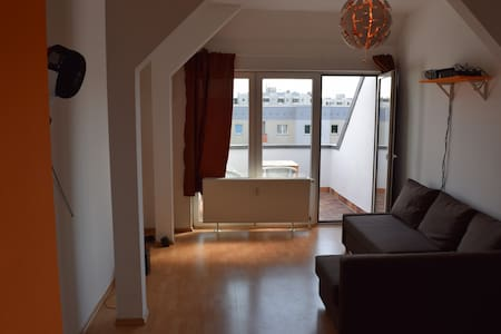 Spacious apartment near Frankfurter Tor - Berlin