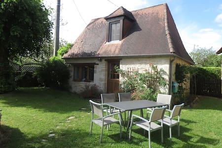 PETITE MAISON PERIGOURDINE TYPIQUE - Brouchaud - Haus