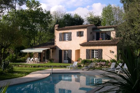 House of provence with swimmingpool