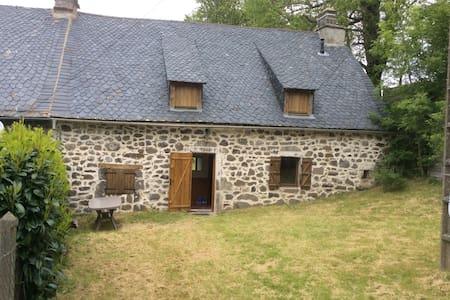 Maison de 1821 entourée de verdure - Marchastel - Talo