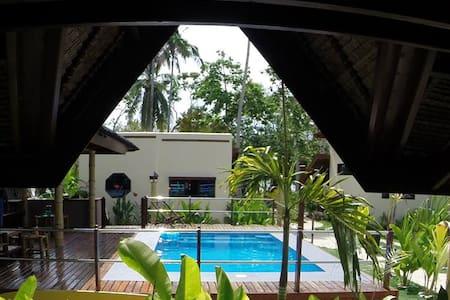 Grand Villa Pool and garden view - Villa