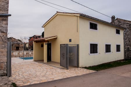 House with swimmingpool for rent - Haus