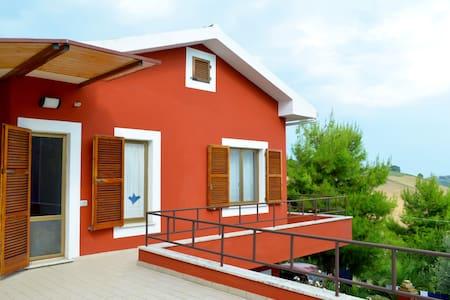 Bellissima casa con giardino - Offida
