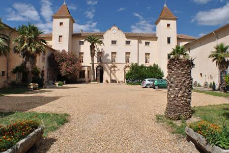 Château St Martin-des-Champs  B & B