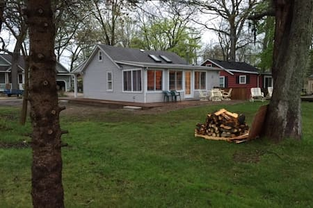 Angler's Cove - Family Friendly Lakefront Cottage - Pinckney