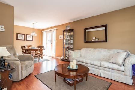Quiet Townhome with shared bathroom