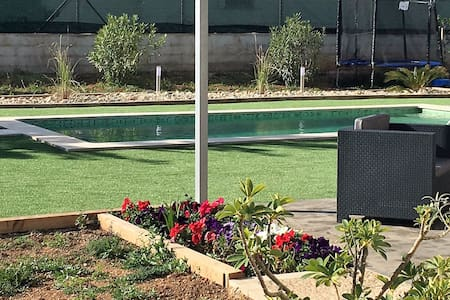 Casita moderna con piscina - Lloseta