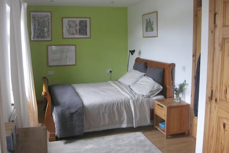 the Blue House at Slieve League: Fern double room - Bed & Breakfast