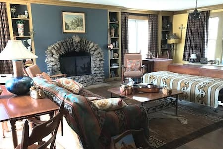 Black Feather Farm (TK Richardson's Suite) - Stilwell - Ház