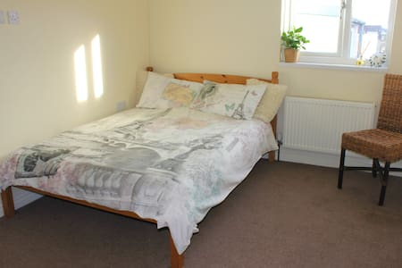 Double bedroom in a lovely cosy flat - Bristol - Lejlighed