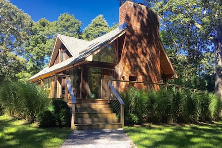 Sunny home nestled in a wooden lot. - East Hampton - House