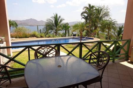 A Beautiful Pool and OceanView 2Bd - Apartament