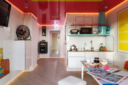 Unusual apartment with hanging bed - Sankt-Peterburg - Lejlighed