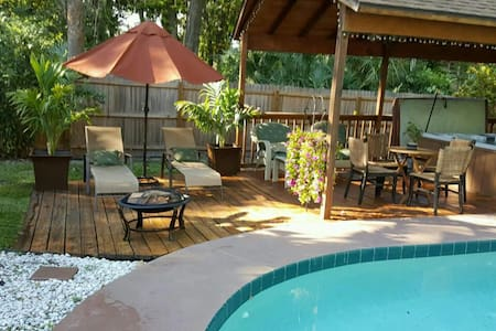 Comfortable Room w/access to home's Pool Oasis! - Daytona Beach - Maison
