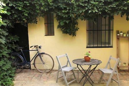 Coqueta y acogedora casita con jardín privado - Pis