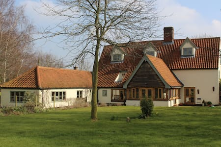 Gorgeous Gateway to the Broads. Farmhouse Annexe! - Bungalou