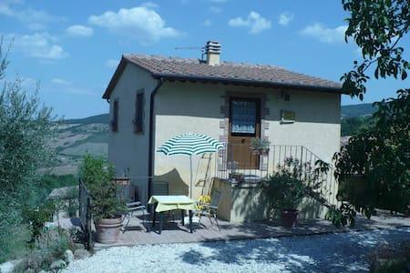 Apartment for couples near Siena - Huoneisto