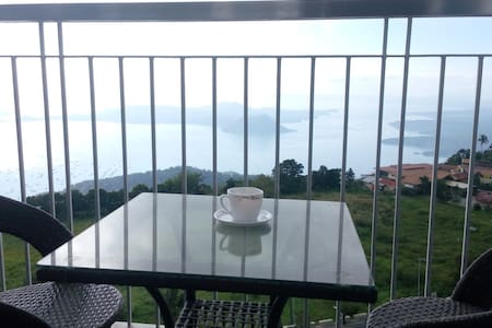 Tagaytay condo with clear Taal view - Apartment
