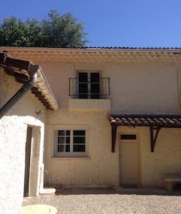Gites dans Corps de Ferme entre Ardèche et Drôme - Montélimar - Haus