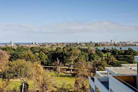 Penthouse Overlooking Albert Park