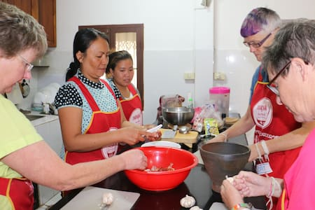 Homestay - cooking classes offered. - Bed & Breakfast