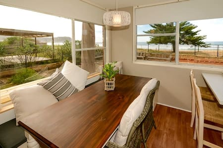 Avoca Beach Beachfront Unit - Daire