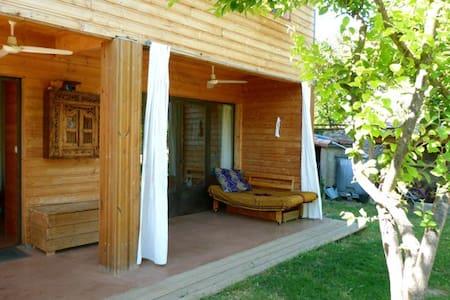 Jolie maison toute en bois pour 6 p - Aniane - Earth House