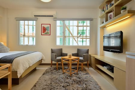 Live like a trendy expat in SOHO!!