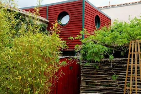 Gite : la maison du chat bleu - House