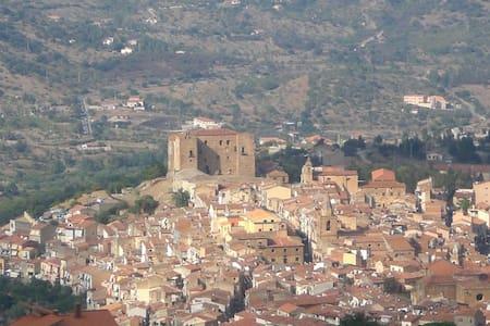 Casa panoramica a Castelbuono - Castelbuono - Apartmen