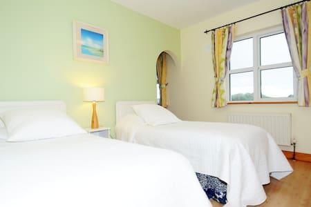 Teach Doirín B&B-Heather  Room Twin - Ballaghaderreen - Bed & Breakfast