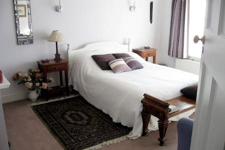 *Large, light and airy double room* - Casa