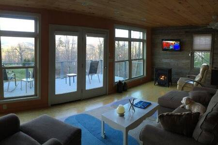 Modern Mtn Studio getaway for two, Views & Private - Pis