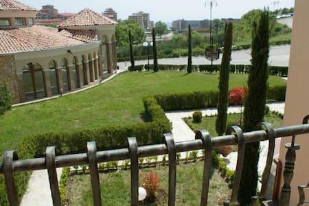 Villa Romana 30-С (1 bed) - Елените