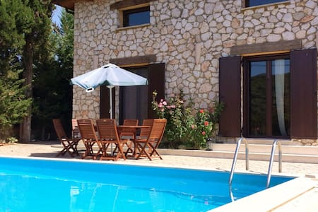 Villa Fuoco, private with pool!! - Marantochori