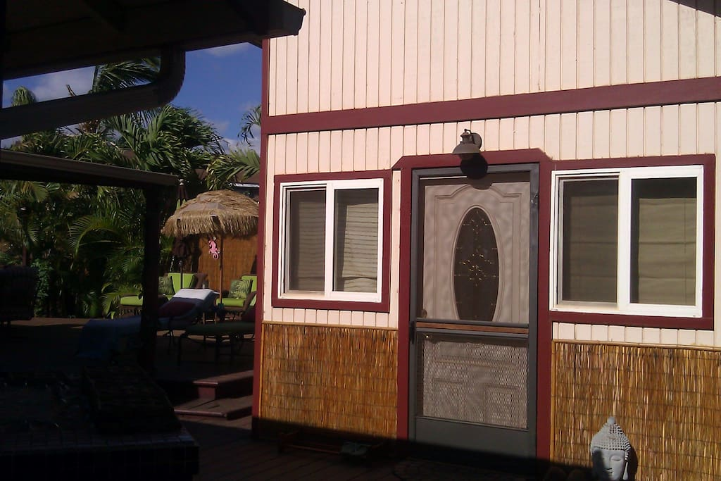 Your Ohana tiny house is Detached and set up for you to come and go very independently. you have privacy and all the comforts for a relaxed and comfortable stay!
