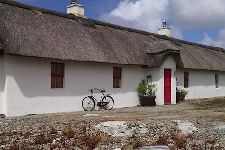 Thatched Cottage with Sea View