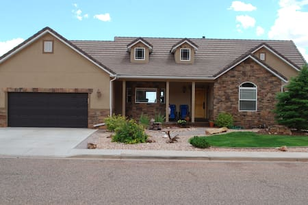 Beautiful Views! Entire Basement!! - Kanab - Casa