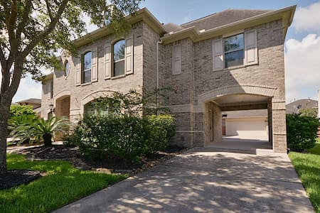 Spacious 4-bedroom Huge House by Lake Houston, IAH - House