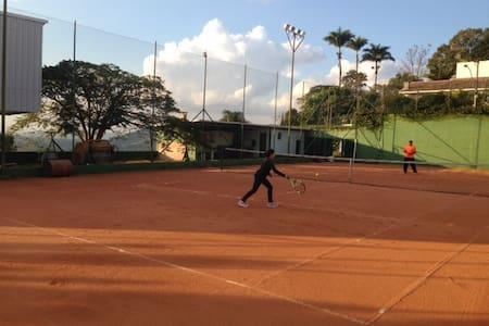 Quadra tênis - casa 2 suítes - Casa