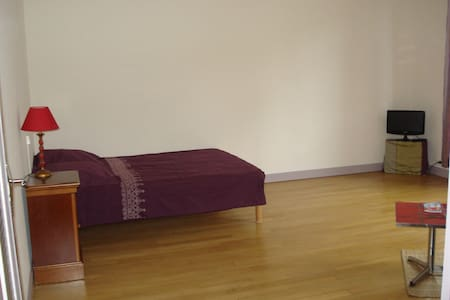 Room type: Entire home/apt Bed type: Real Bed Property type: Condominium Accommodates: 2 Bedrooms: 0 Bathrooms: 1