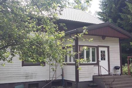 Iso ja viihtyisä omakotitalo Länsi-Tampereella - Tampere - Hus