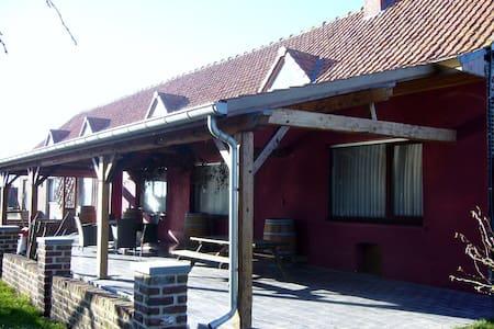Grenshof rustige vakantieboerderij - House