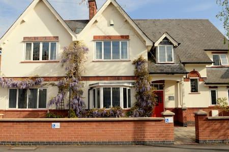 Priesthills House - Bed & Breakfast