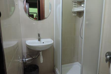 cheap and good room for 2  near metro  A - Roma - Condominium