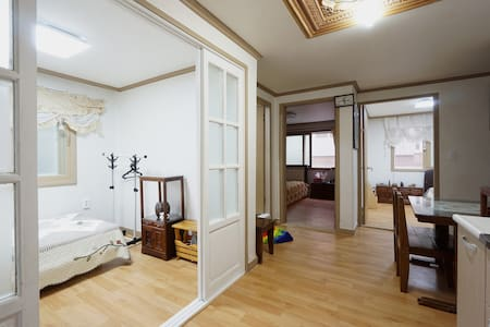 Private3BR*DMC subway&Airportrail Hongdae&Worldcup - Seodaemun-gu - House