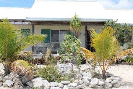 Beautiful 3 BR cottage - providenciales, turks and caicos - Casa